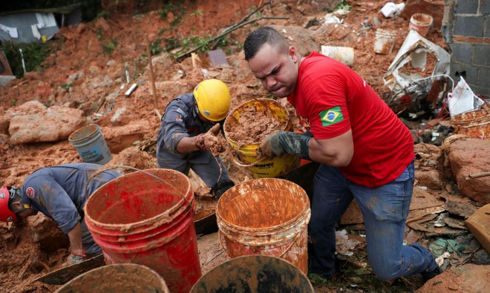 Chuvas: sobe para 11 número de mortos na Baixada Santista