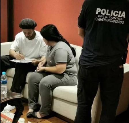 Ronaldinho Gaúcho no momento da prisão Foto: Reprodução / Redes Sociais