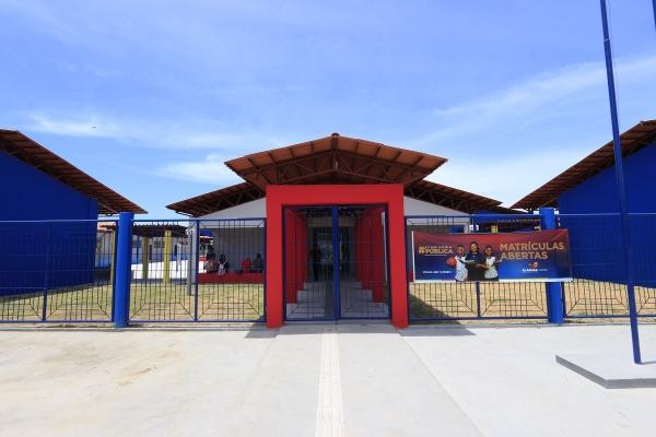 Escola tem 12 salas de aulas, ginásio poliesportivo, campo society, dentre outros equipamentos / Valdir Rocha