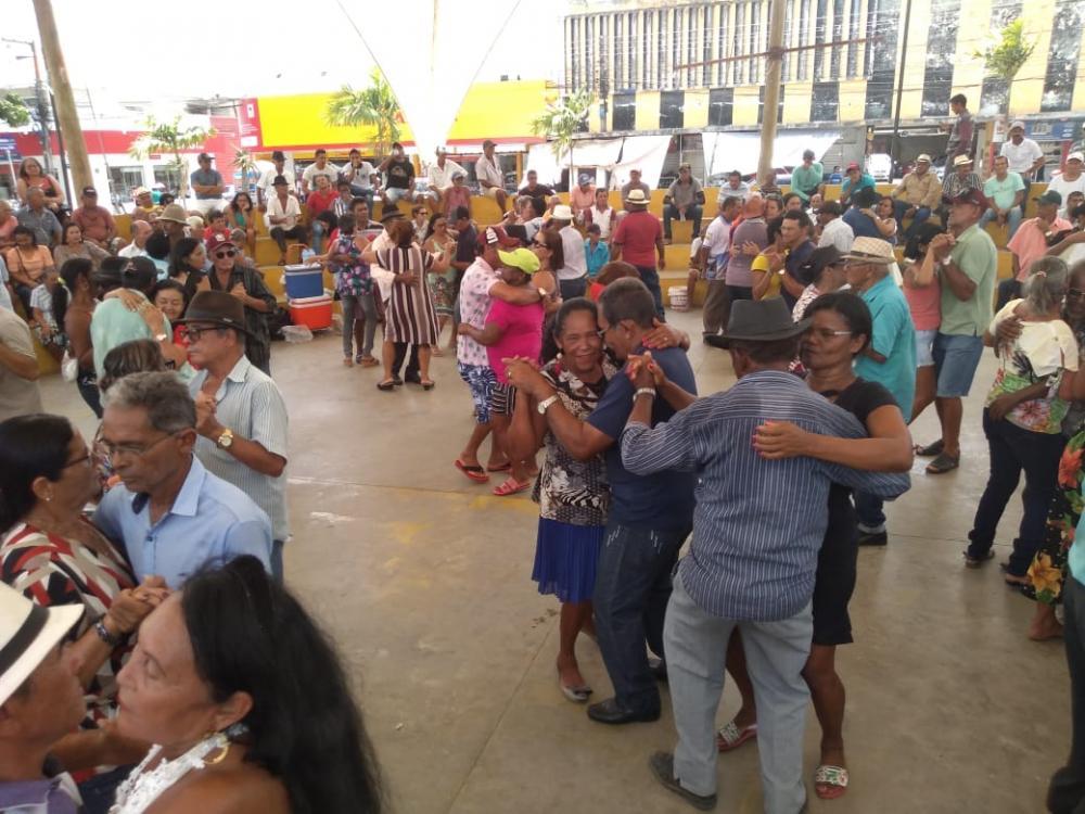 Projeto Cultura na Praça, reúne jovens, adultos e idosos no Centro de Arapiraca
