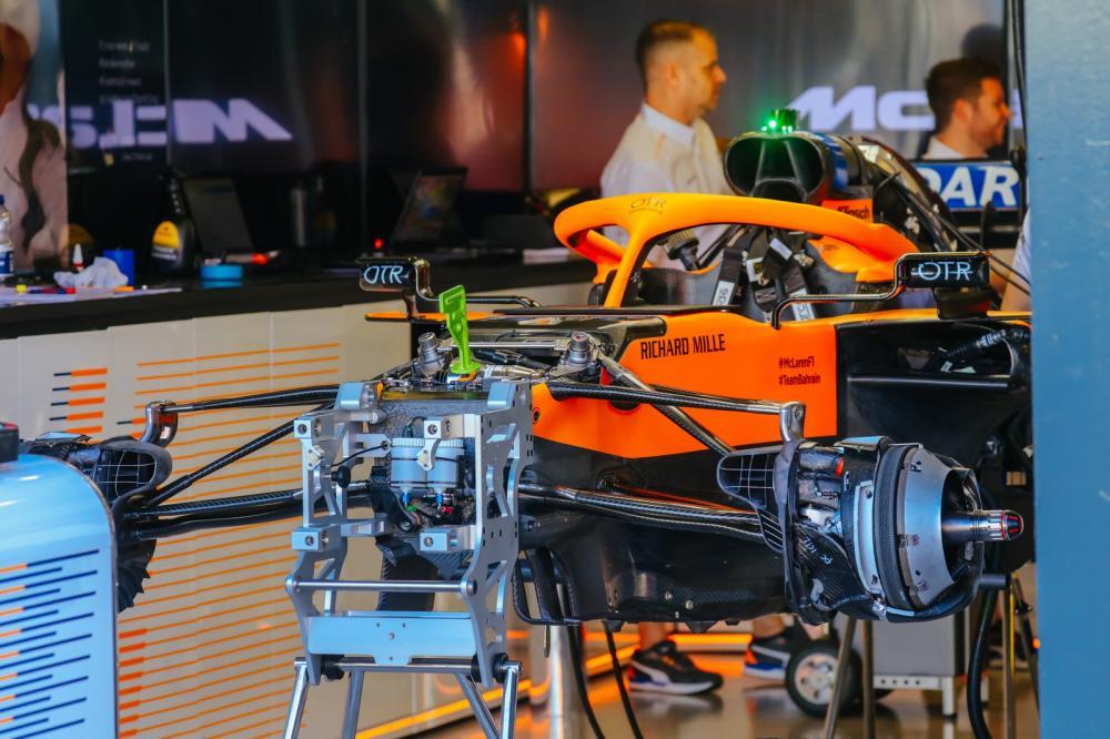 McLaren chegou a montar equipamentos mas desistiu do GP da Austrália — Foto: Getty Images
