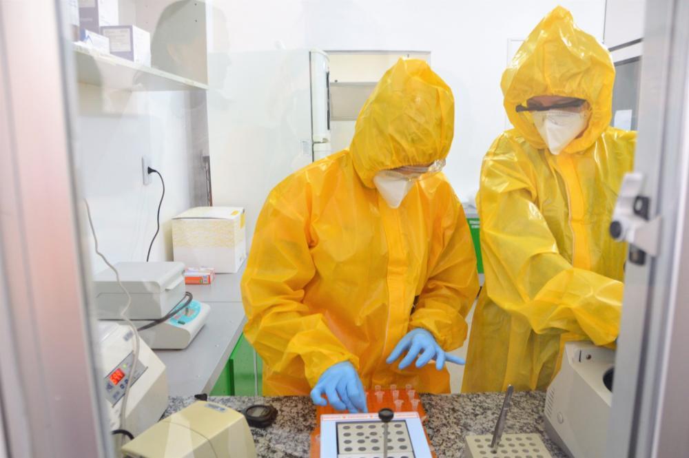 Alagoas tem 7 casos confirmados e 85 suspeitos de coronavírus; testes são feitos no Lacen em Alagoas — Foto: Carla Cleto/Ascom