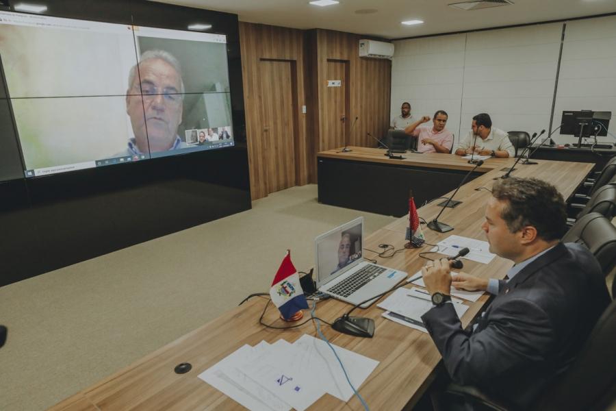 Governador Renan Filho participou de reunião por videoconferência com os presidentes do Tribunal de Justiça de Alagoas (TJ/AL), Tutmés Airan; da Assembleia Legislativa (ALE), Marcelo Victor; e do Tribunal de Contas do Estado (TCE), Otávio Lessa \ Márcio F