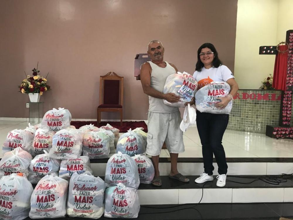 Voluntários fazem campanha de cestas básicas para beneficiar informais e desempregados