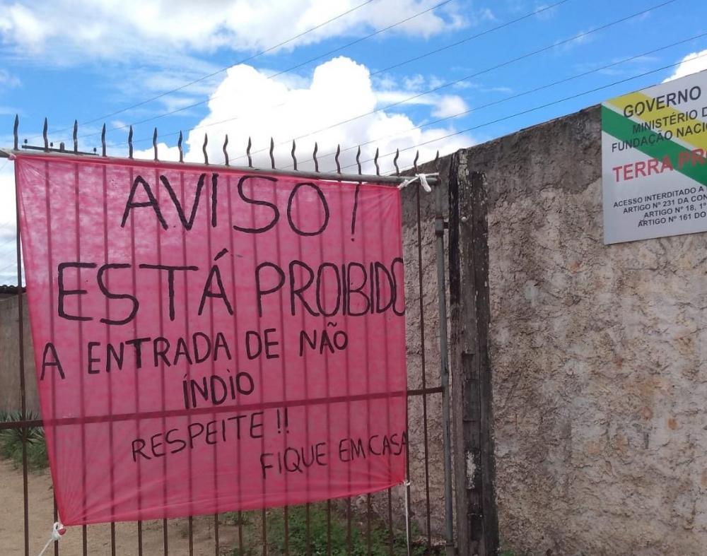 Índios Tingui-Botó impedem acesso à aldeia no Agreste