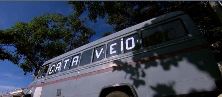 Ônibus reformado alerta idosos para a importância de ficar em casa | Foto: Reprodução/RecordTV Minas