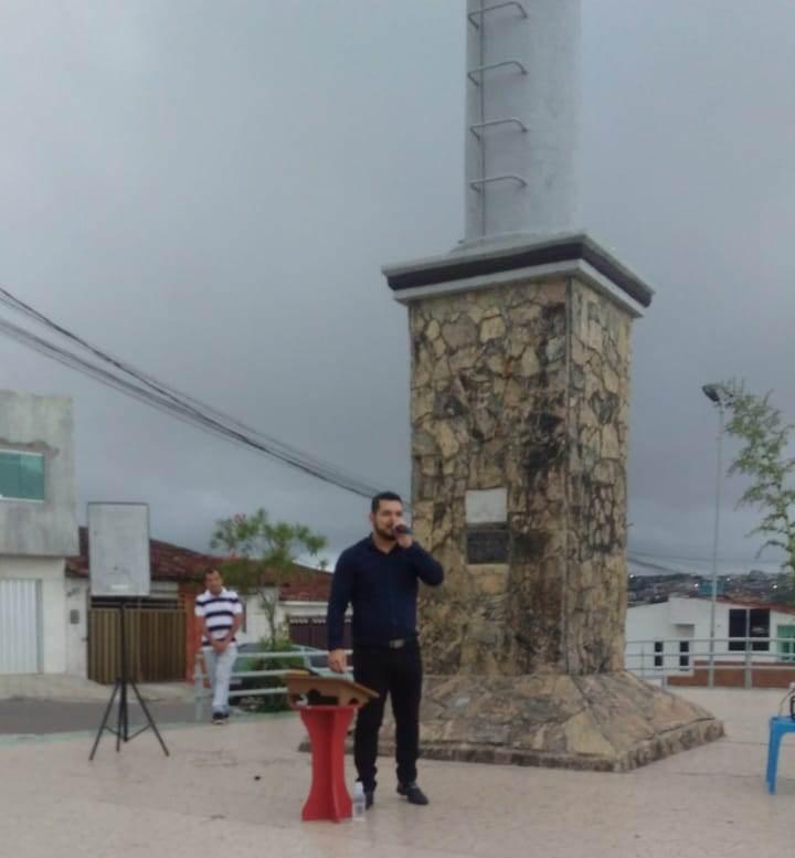 Pastor Théo Barros, realiza culto ao ar livre no Monumento do Ipiranga, em Garanhuns