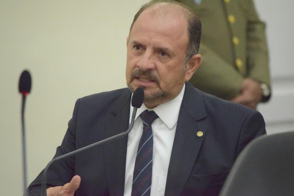 Dois deputados de Alagoas anunciam que testaram positivo para coronavírus
