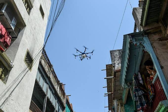 Cidade indiana utiliza drones para limpar as ruas por causa do coronavírus