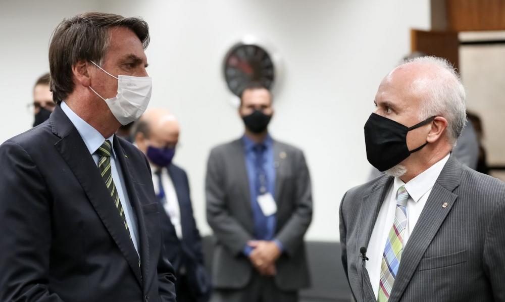 Bolsonaro vai à PGR cumprimentar novo procurador da PFDC