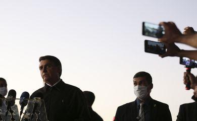 Bolsonaro visita presidente do STF no hospital