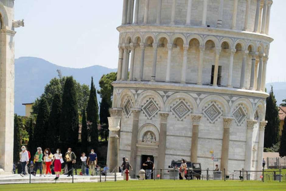 Torre de Pisa é reaberta ao público após quase 3 meses