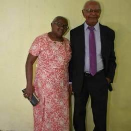 Grupo denominado de Família da Glória, presta homenagem a matriarca da família, Geruza Souza, por chamada de vídeo