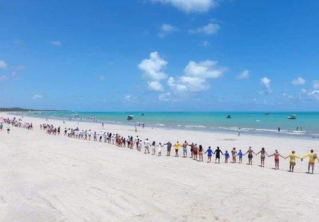 'Vamos Abraçar o Mar' enaltece trabalho voluntário nas praias de Maragogi
