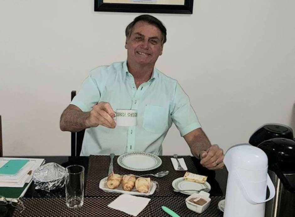 Bolsonaro muda tom e diz que isolamento