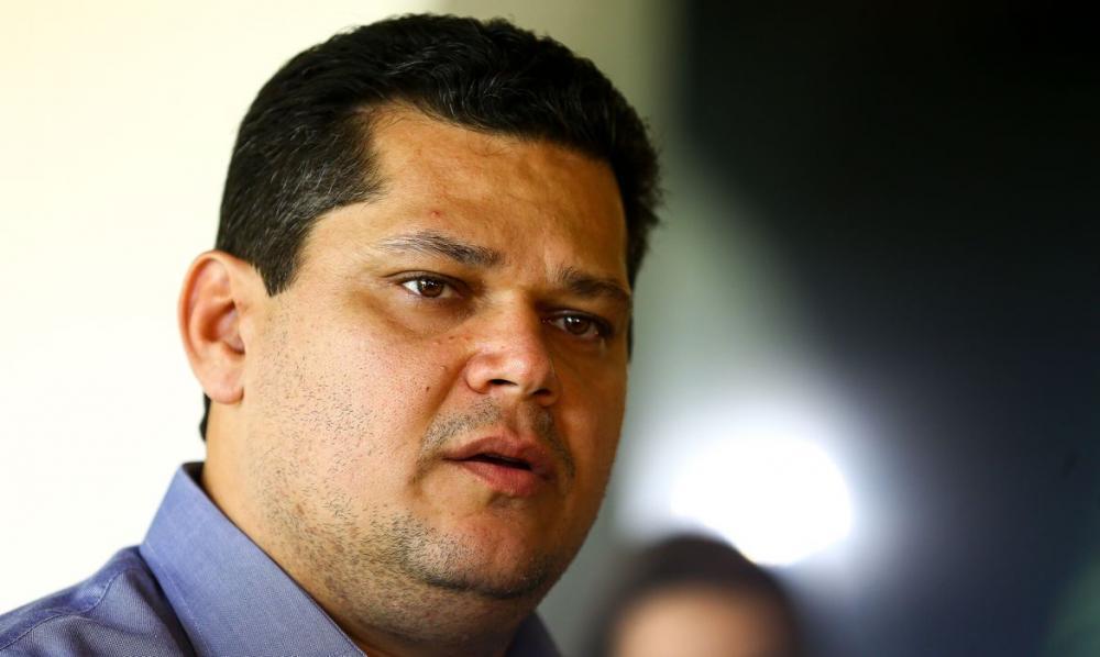 Alcolumbre estima melhoras a Bolsonaro e pede respeito à vida