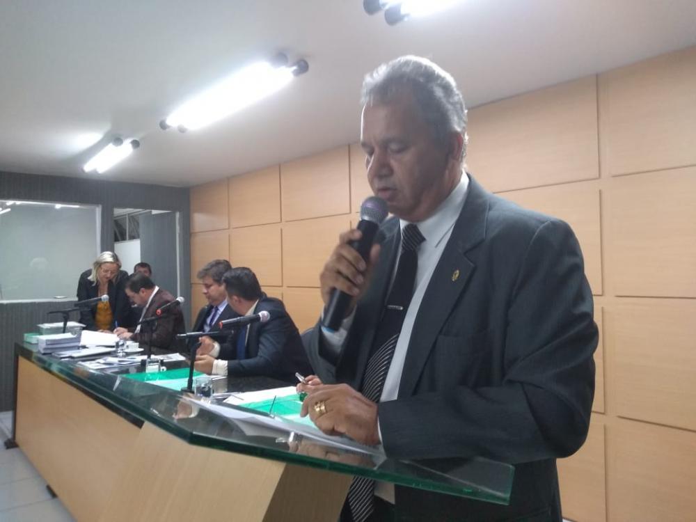 Pastor Marcos Caetano concede Voto de Pesar pela morte de Gugu Liberato
