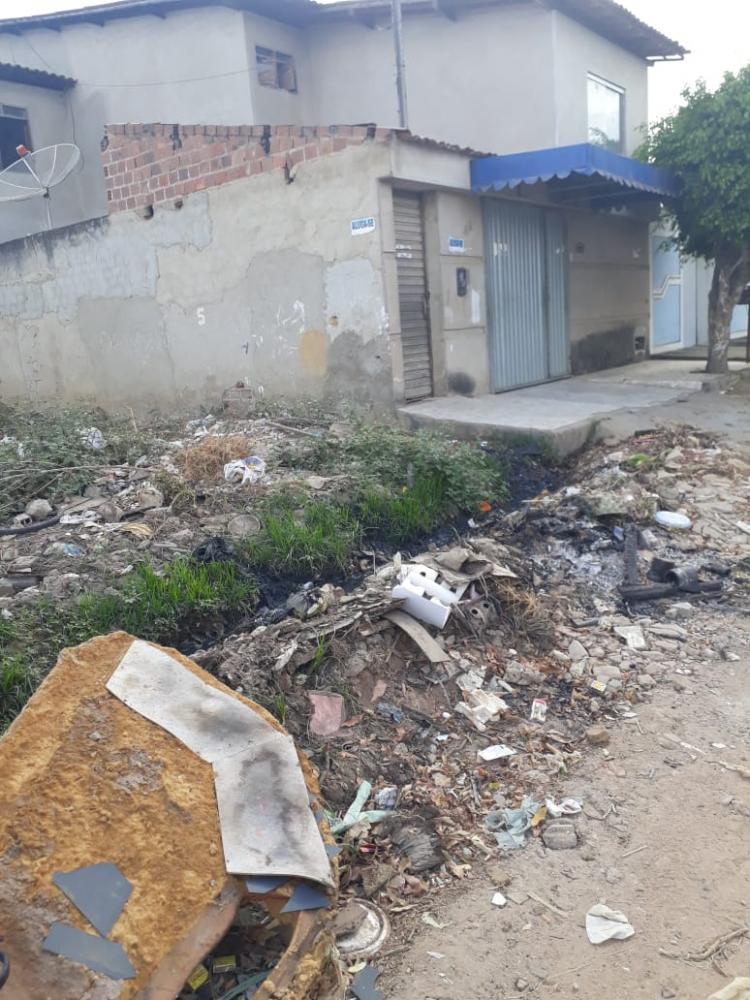 Moradores do Cavaco imploram que prefeitura retire o lixo das ruas do bairro