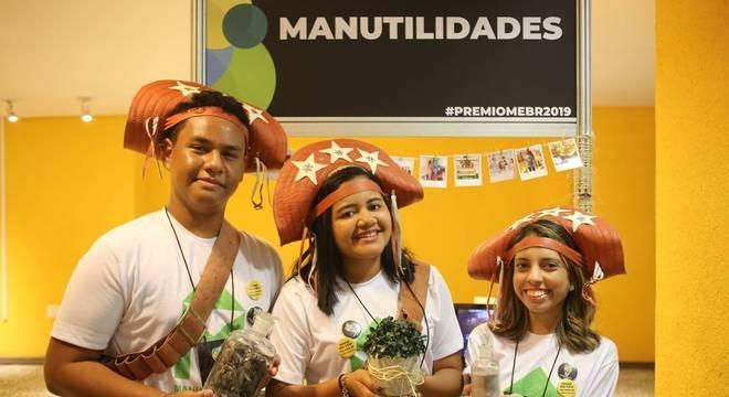 Casca de sururu vira vaso nas mãos de estudantes de Alagoas