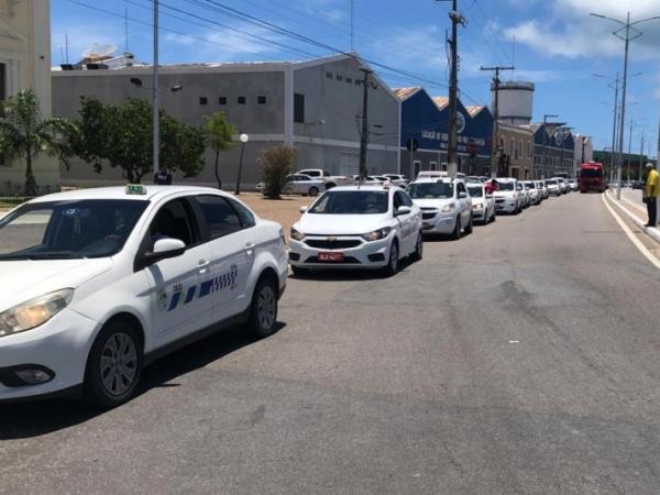 Táxis começam a circular com bandeira 2 em Maceió