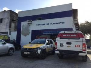 Vítima esteve na Central de Flagrantes para confecção do B.O FOTO: Rafael Maynart