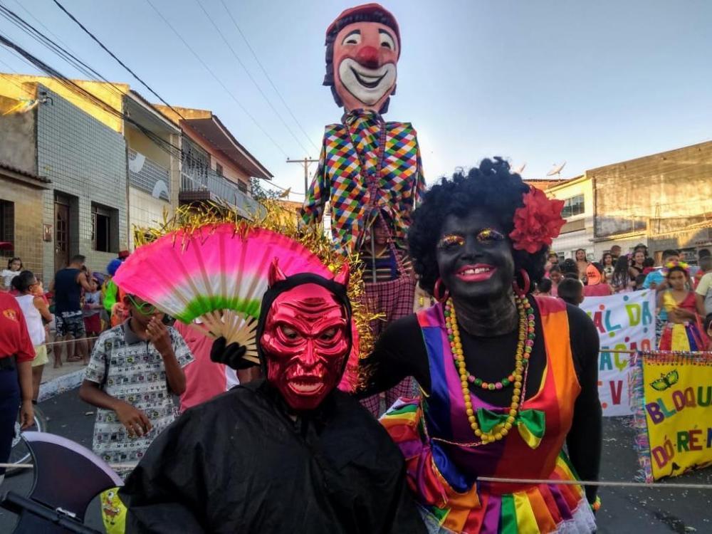 Carnaval de Traipu começa com bloquinho infantil e apresentação do palhaço Mixuruca