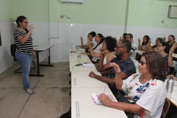 Vagas contemplam todas as Gerências Regionais de Educação (Geres) e terão duração de dois anos Valdir Rocha
