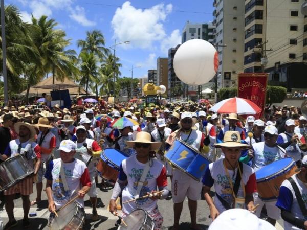 Foliões do Pinto da Madrugada levaram alegria à orla da capital FOTO: AILTON CRUZ